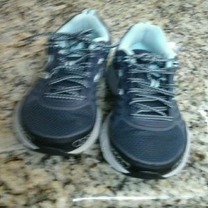 NEW   BALANCE  LONOKE  athletic  shoes